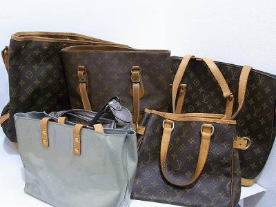 0ddd0df20901 当店の折り込みチラシをご覧になられた目黒区の女性のお客様からルイヴィトンのバッグをまとめてお買取りさせていただきました。ありがとうございます!